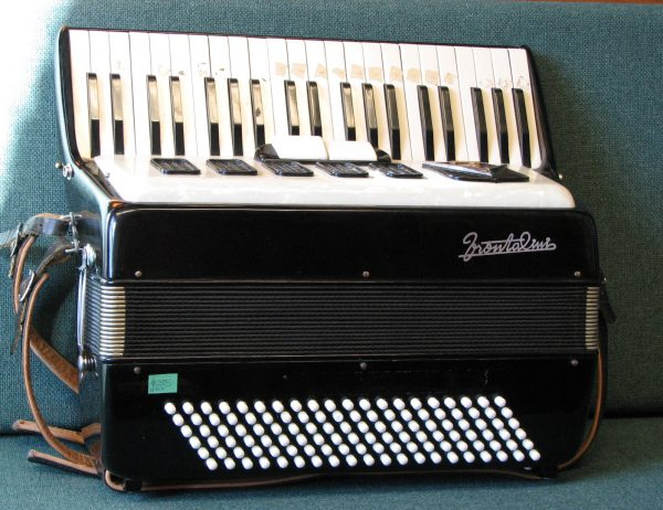 Frontalini 120 bass womens accordion